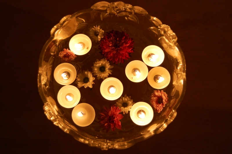 Floating_candles_on_Diwali_day