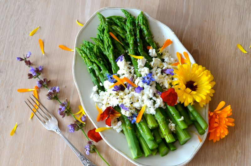 green-asparagus-edible-flowers